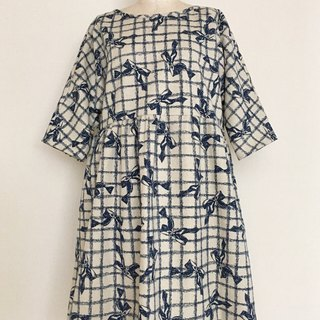 Antique style big ribbon gather one piece five-quarter sleeve Dolman sleeve dark blue