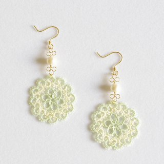 Tatting lace and cotton pearl earrings · chamomile