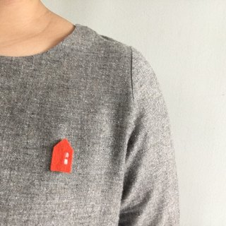 Handmade wool felt brooch : Orange house