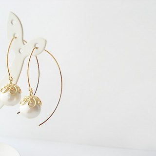 Cotton pearl with flower-shaped caps, long hook earrings