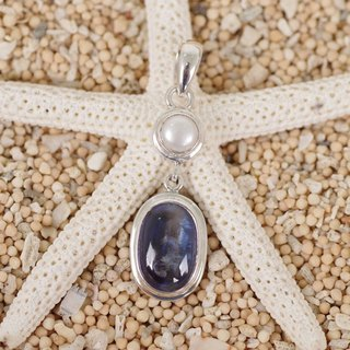 Kaya Knight and freshwater pearl pendant top