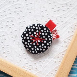 Black plum pot · Japanese pattern small flower brooch