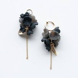 Black Flower earrings (pierced/clip-on)