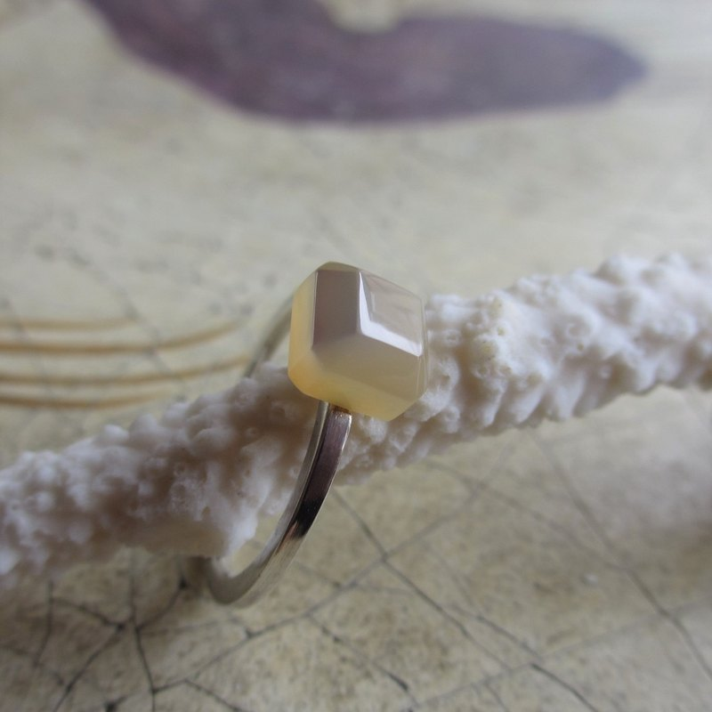 Shekaku / Silver Shell Ring SQUARE