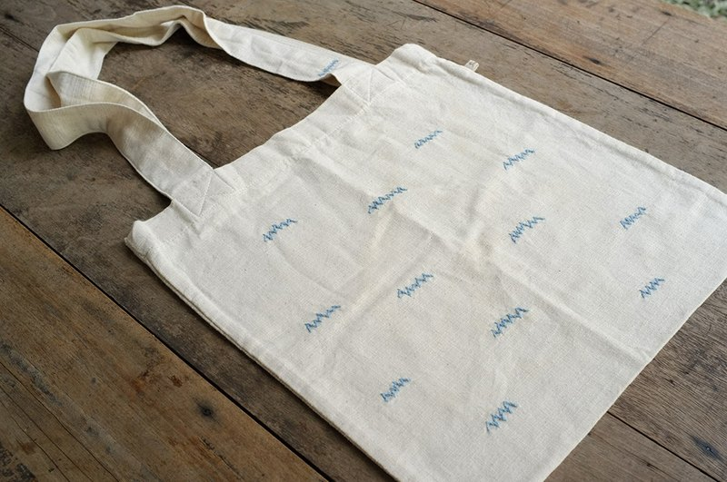 linnil: Thunder / Partly cloudy tote bag project