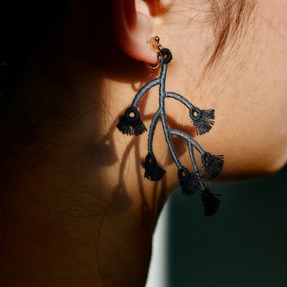 ARRO / Embroidery / Earrings / Branched / Black