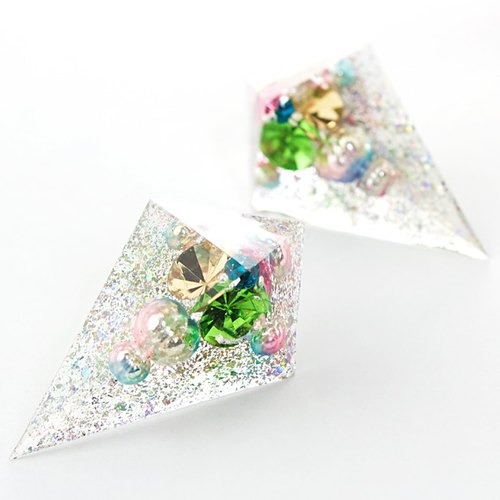 Sharp pyramid earrings (Illuminations)