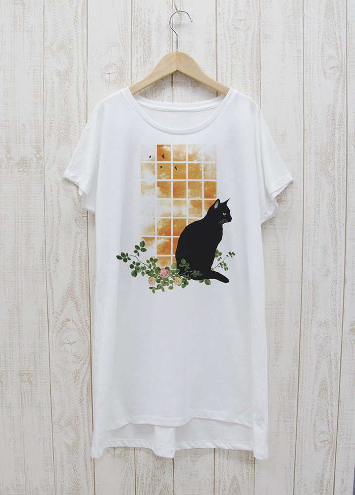 Standing black cat one piece Tee window side SUNSET (white) / RPT 041 - WH