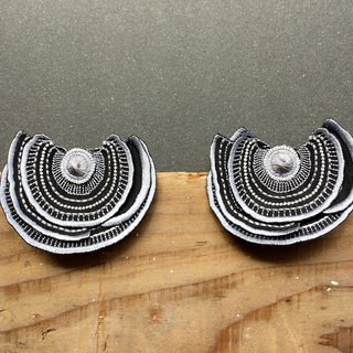 ARRO / Embroidery earring / Turkey Tail / silver