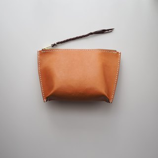 Leather Clutch: The Eltham Leather Clutch - L021 - genuine leather,  sheep skin leather, caramel, kangaroo leather, sterling silver, gift, hand sewn, clutch, zipped clutch, clutch bag, purse, personlized, unisex, travel, 羊皮,羊皮包,禮物,手提包,手腕袋,焦糖色,限量,訂製,手工縫製,手工