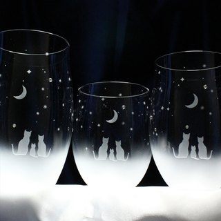 【Night sky of crescent moon seen by family】 Glass parent and child glass set of cat motif