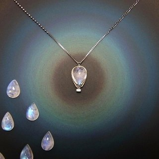 sky-blue balloon --- night flight ( rainbow moonstone white labradorite sterling silver jewelry necklace pendant 气球 兔 兎 白色富拉玄武岩 銀 颈链 项链 )