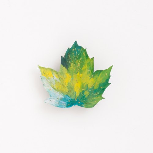 Picture brooch [leaves]