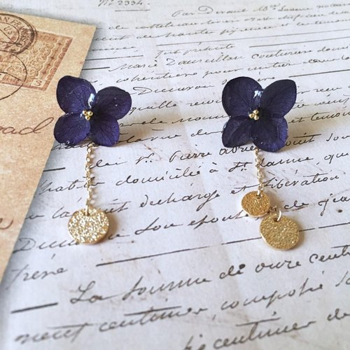 *Lapis lazuli*hydrangea and gold plate earrings