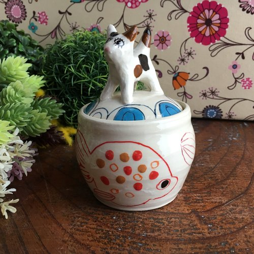 Cat and goldfish candy pot Cat and golden fish candy pot