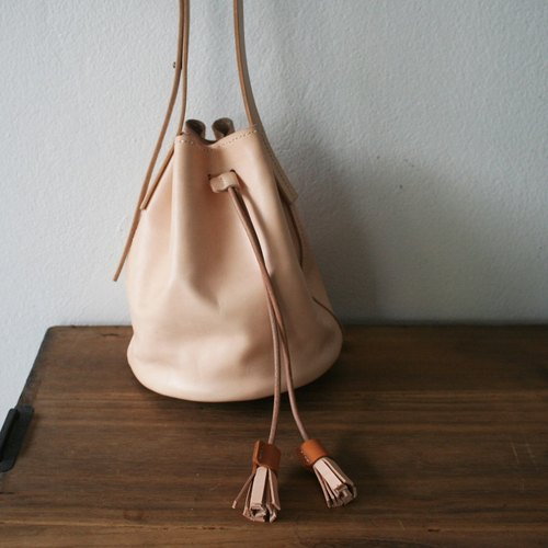 Small Bucket Bag / Leather Shoulder Bag.