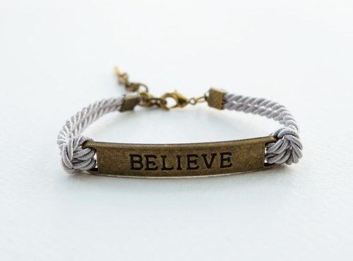 BELIEVE brass bar bracelet / light gray