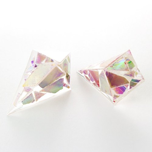 Acute angle pyramid earrings (debris of the DVD)