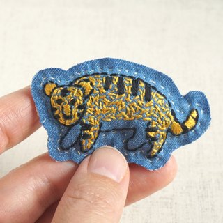 "the oriental zodiac  brooch with hand embroidery ""tiger"" [order-receiving production]"