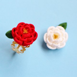 Camellia ring with red leaves Red