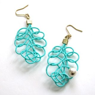 Mint green of mizuhiki Reef hook earrings (earrings changed)