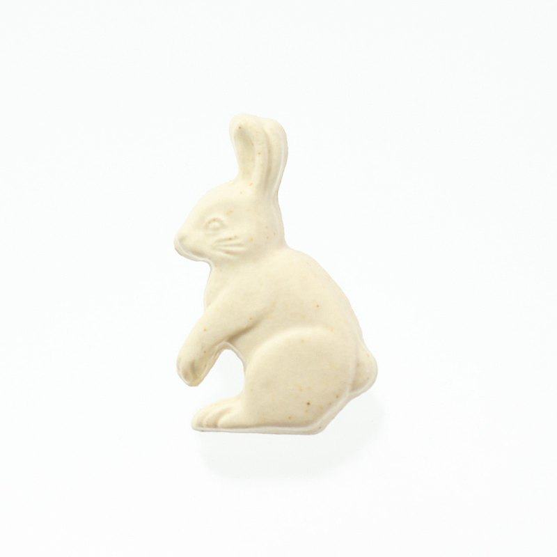 Pottery brooch rabbit (creation)