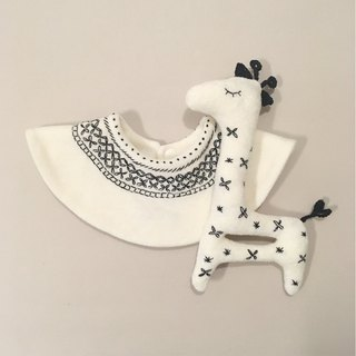 Babygift Set of BIB and Rattle <giraffe>