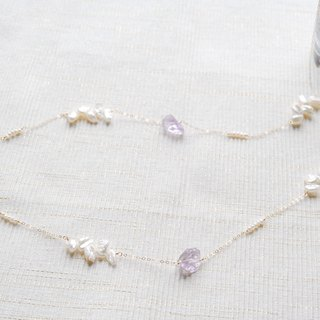 Long necklace of feathery pearl and rough lock amethyst (14 kgf)