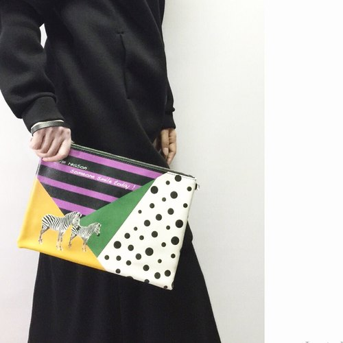 时尚斑马双面印花手拿包 Trendy Zebra Clutch by Shuki Design