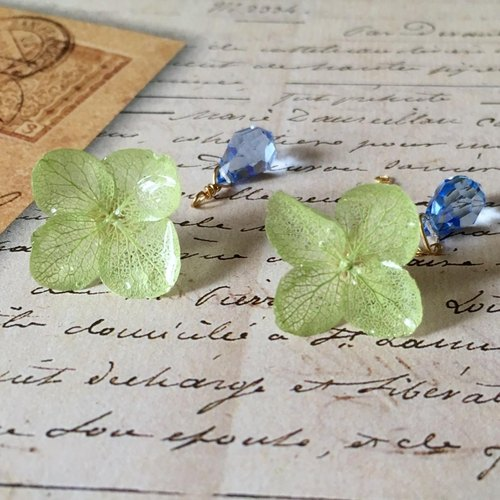 * Peridot * Hydrangea pierce and drop catch