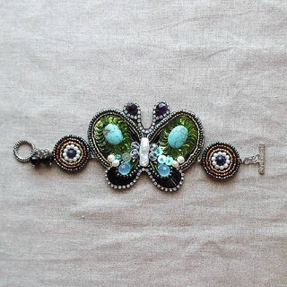 [Beads embroidery] Butterfly and round motif bracelet