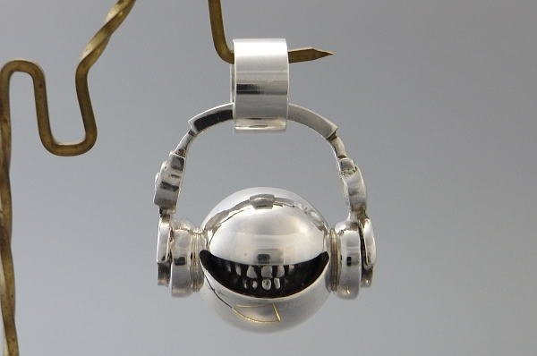 "music headphone smile jewelry necklace pendant sterling silver ball "" head phone smile ball pendant S "" s_m-P.02 ( 微笑 銀 垂饰 颈链 项链 头戴式听筒 双耳式耳机 头戴式受话器 )"