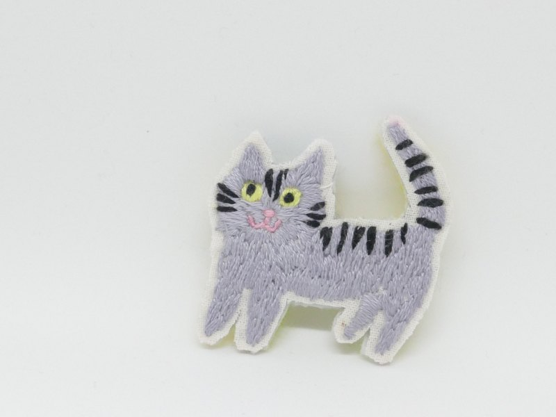 Embroidery brooch silver tabby