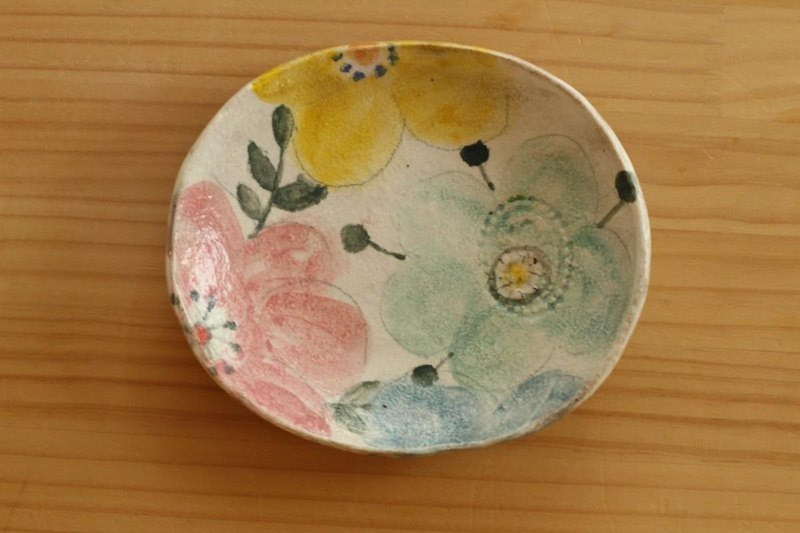 Oval dish of three color flower dressing.