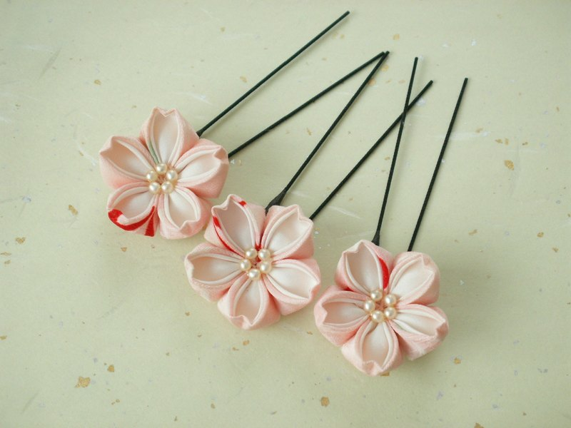 【Re-sale】 Three sets of cherry blossom hair ornaments made with knobwork old cloth <Light peach> Perfect for cherry-blossom viewing ♪