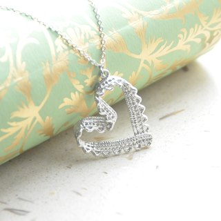 蕾丝。心 项链 Lace。Sweet Heart Necklace