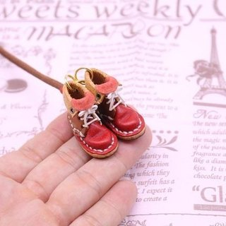 Of small leather boots necklace | chocolate × Strawberry