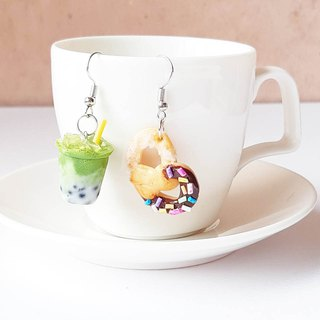 Green tea milk earring + pretzel