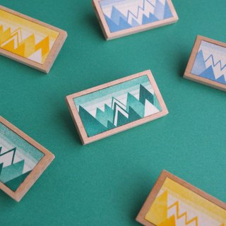 The brooch of etching print and wood < a mountain range / Green, Sky blue, Yellow >