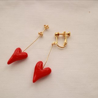 Baum heart pierced earrings red