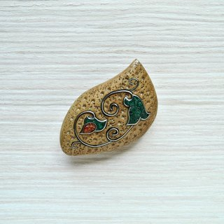 Wooden inlaid brooch with malachite and coral