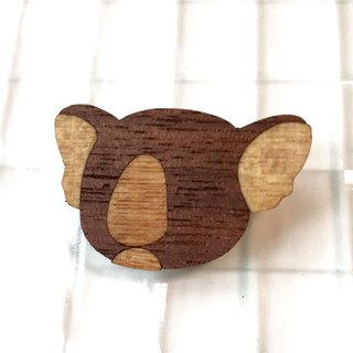 Koala brooch (walnut)