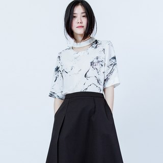 锁骨剪接印花上衣 HIGH NECK CUTTING PRINT TOP