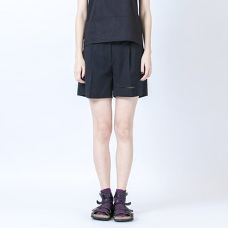 裂缝短裤 Short Trousers With Hem Details