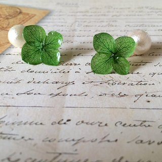 *Emerald*Hydrangea pierce and pearl catch