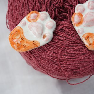 The orange cat paw