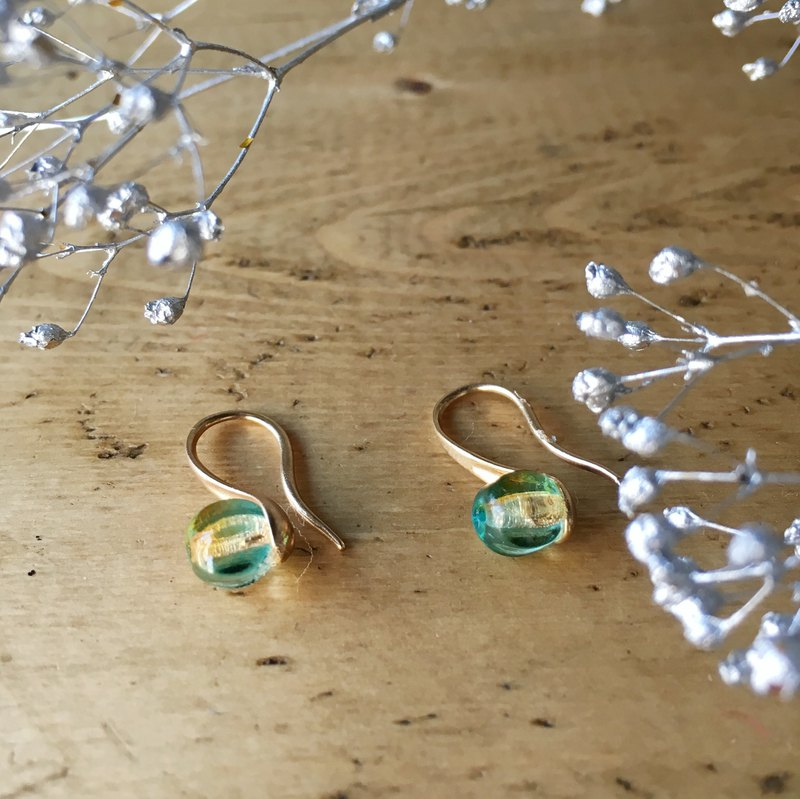 Czech beads earrings riding a little tea spoon (green)