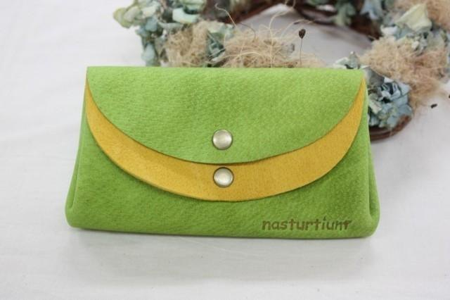 Pigskin of a small wallet yellow-green × yellow