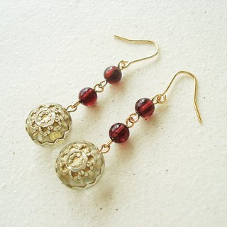 Garnet, antique style hook earrings 穿孔