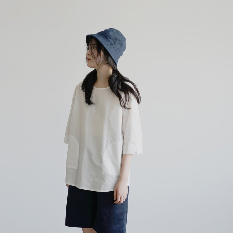 Cotton tee with two pockets